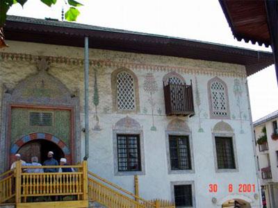 Travnik, la moschea multicolore