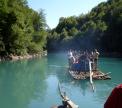 Attraversando in zattera il fiume Tara