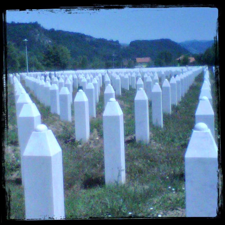 Nella quiete di Potočari, quelle lapidi inascoltate